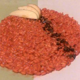 Risotto barbabietola mela e fave di cacao