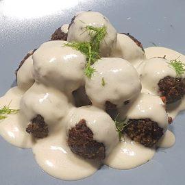 Polpettine di lupini e funghi in salsa alla senape e aneto